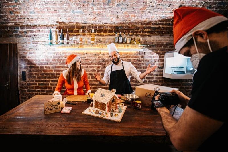 Digitale Weihnachtsfeier Lebkuchenhaus backen